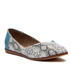 TOMS Jutti turquoise snake embossed leather flats